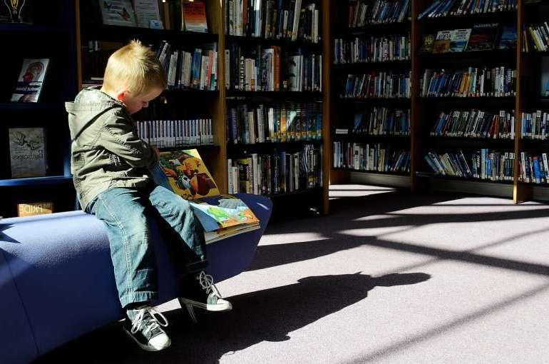 Çocuk-kitap-okuma-kütüphane-kitapçı