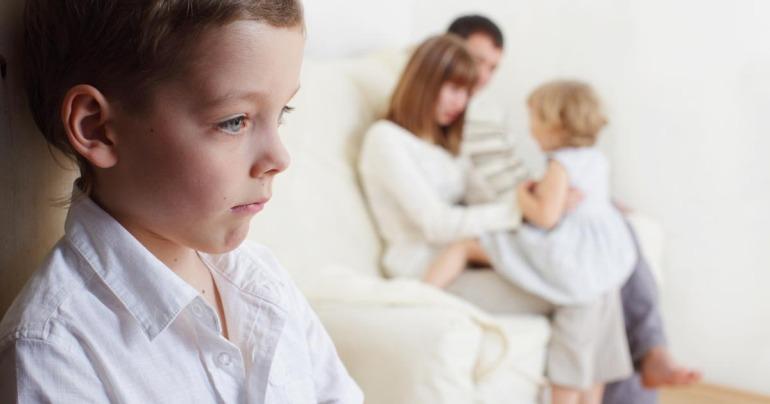 Kardeş kıskançlığı nedir, nasıl önlenir- kardeş kıskançlığı aile öneriler