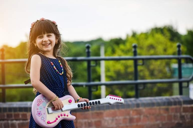 Çocuklar müzik aleti çalmayı öğrensin