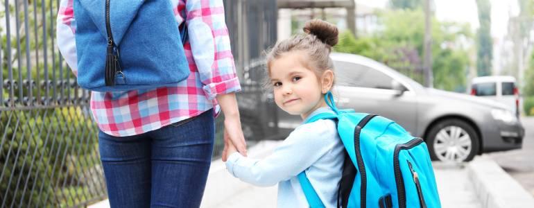 ebeveyn ile okula gitmek-ilk gun okul-aile okul birlikte okula gitmek