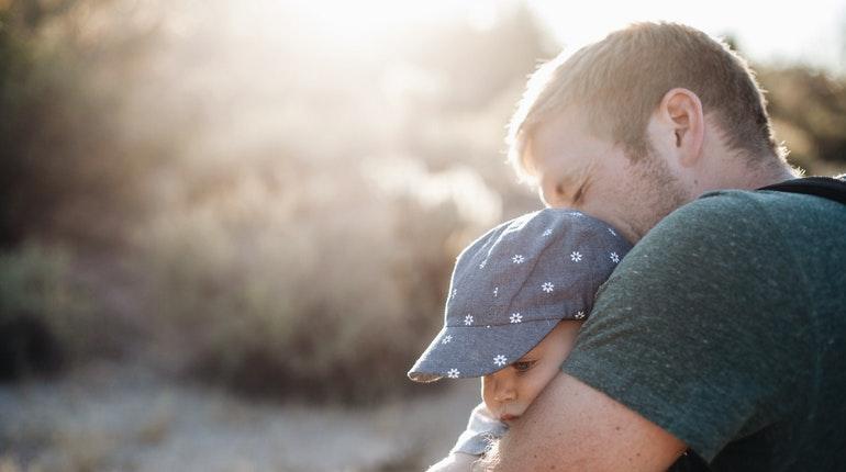 çocuğun psikososyal gelişiminde babanın rolü - kızıyla ilgilenmeyen baba