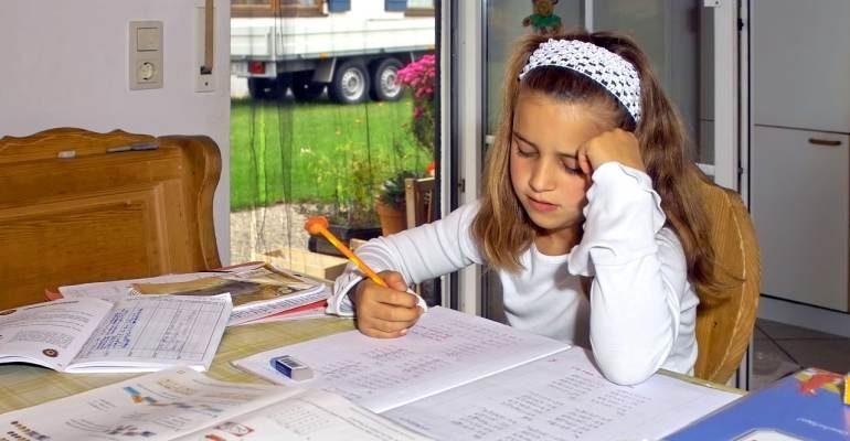 çocuklara ödev yaptırma-ödev yaptırmanın püf noktaları